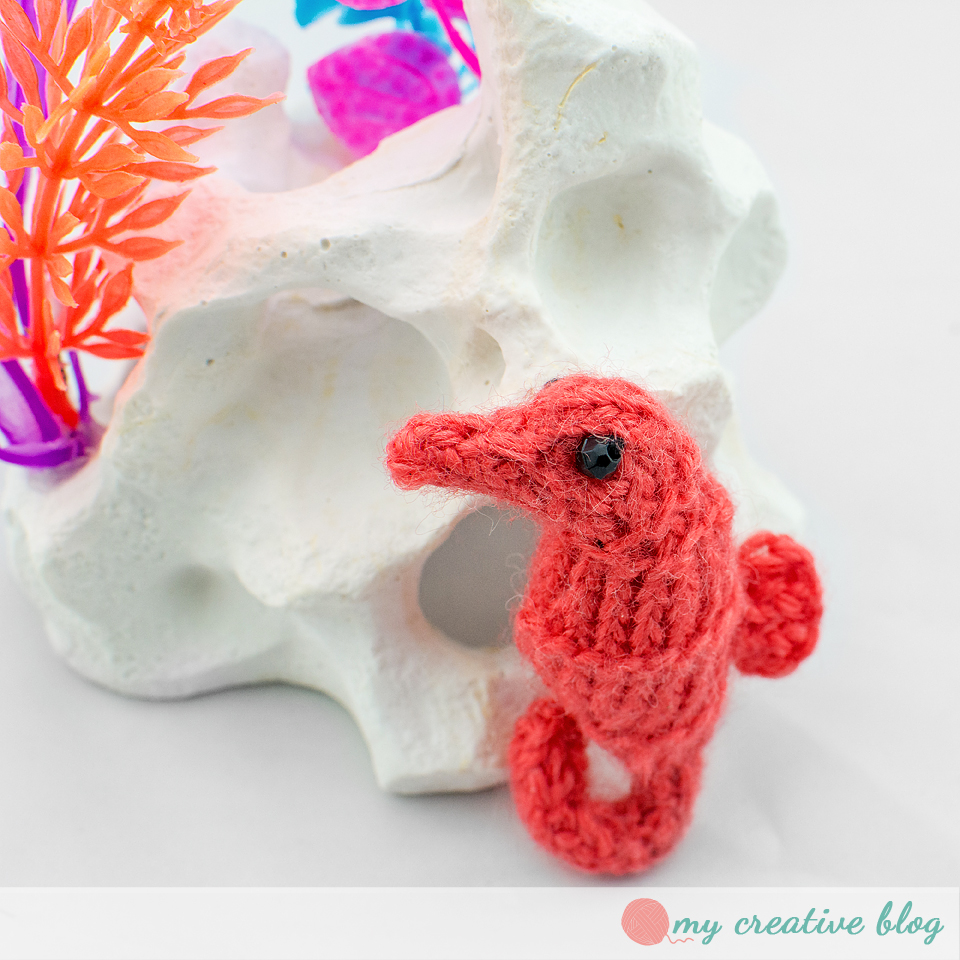 Tiny seahorse knit pattern my creative blog tiny knit seahorse seahorse pattern bankloansurffo Image collections